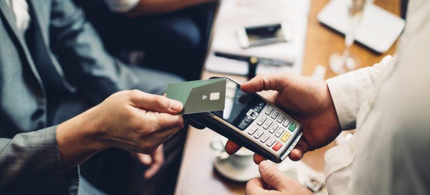 「キャッシュレス社会」での競争に向けたクレジットカード会社のビジネスモデルと今後の展望