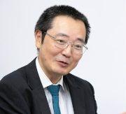 安井 義浩 氏